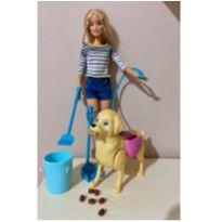 boneca Barbie passeando com o caozinho -  - Mattel