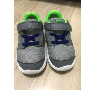 3d0edb1db00 Tênis Nike Menino e Menina. Nike lindo e confortável para os pezinhos do  seu pequeno ou pequena ! Foi usado mas está em otimo estado.