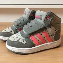 Tênis botinha Adidas