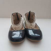 Sapato Verniz bordado