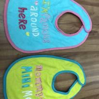 Kit 2 babadores divertidos  comprados nos EUA - alimentação -  - Não informada