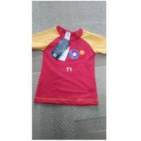 Camiseta com protecao solar UV50 somente menino e tamanho bebê 0 a 9 meses