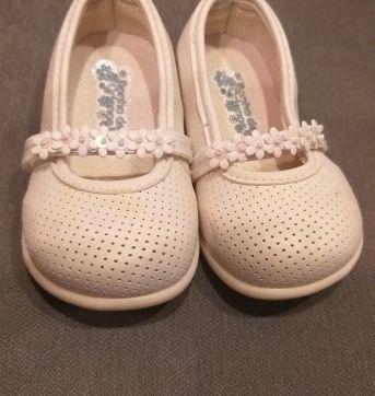 Sapatilha branca com aplicação de flores - 03 - Sonho de Criança