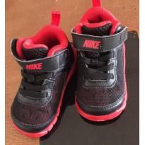 Tênis Nike - tamanho 18