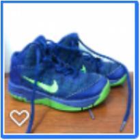 Tênis Nike cano alto azul 17 cm