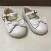 Sapato branco de laço