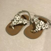 Sandália branca de flores - 16 - Teeny Toes