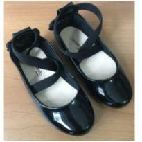Sapato preto verniz - 25 - Contramão