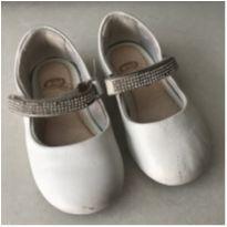 Sapato Branco com tiras brilhantes - 22 - Bibi