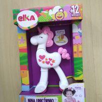 Brinquedo Nina Unicornio Corre Corre Rodinhas