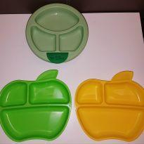 KIT COM 3 PRATINHOS MUNCHKIN E GREEN SPROUTS - Sem faixa etaria - Munchkin e Green Sprouts