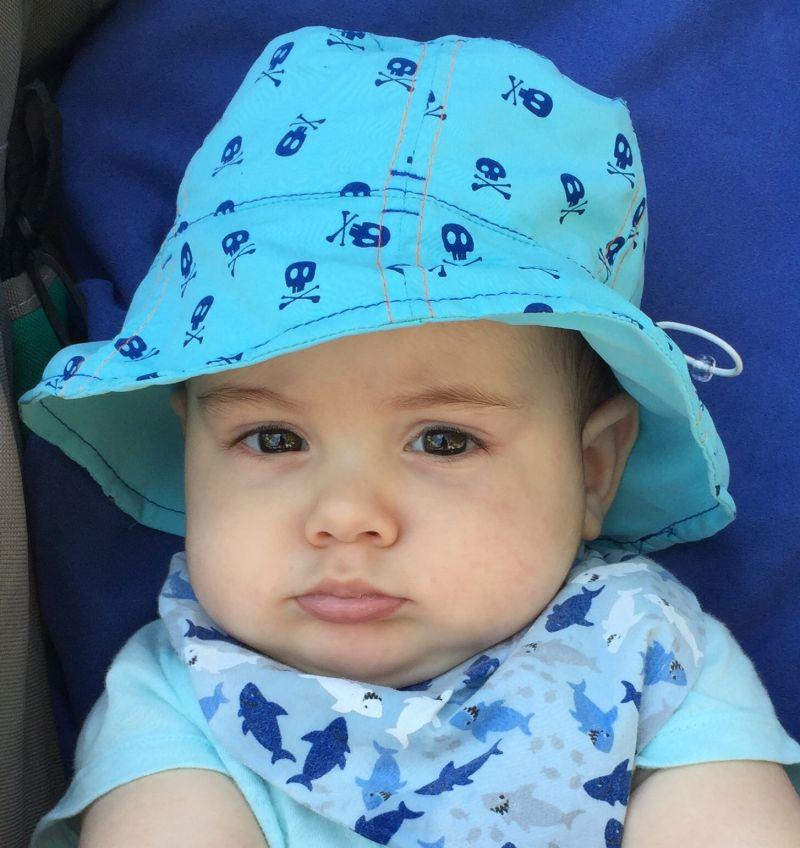Chapéu UV line azul com estampa de caveirinhas FPS 50+ (6-12 meses ... 91be45ee0fb