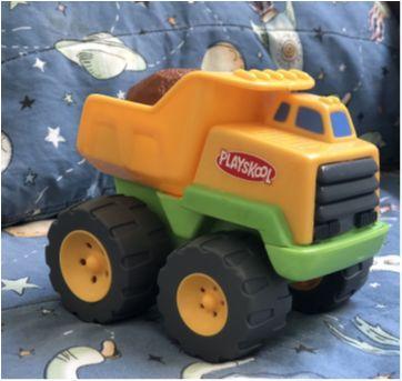 Carrinho puxa pedra - Rumblin Dump Truck - Playskool - Hasbro (P403) - Sem faixa etaria - Playskool