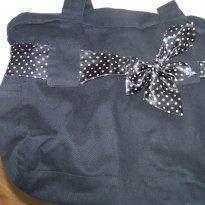 0340-Bolsa preta em tecido com laço poá - Sem faixa etaria - Artesanal