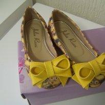 0437-Sapatilha Minions com laço amarelo - 24 - Julia Rossi