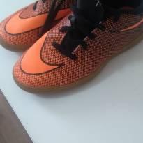 1456-Chuteira laranja Nike