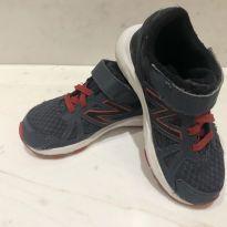 Tênis esportivo Cinza e Vermelho - 25 - New Balance