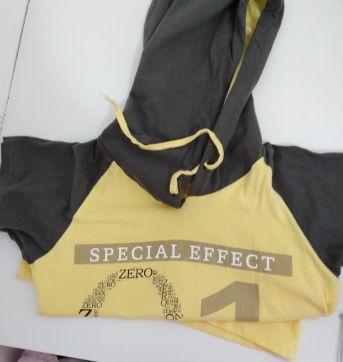 Camiseta com capuz Nova - 6 anos - Não informada