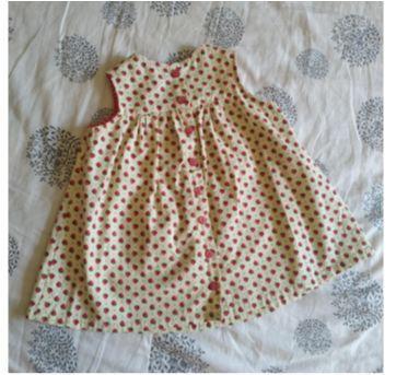 Vestidinho de morangos - 9 a 12 meses - Não informada