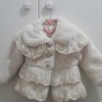 Casaco de pele na cor cru com detalhes em renda - 1 ano - Petit Cherie