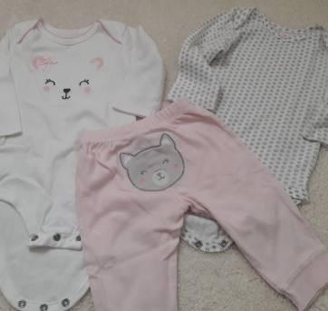 2a2fdccb4 Conjuntinho rosa com 3 peças (calça com rostinho no bumbum + 2 bodys)  IMPORTADO