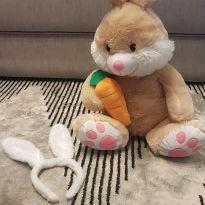 coelho de pelucia com tiara -  - Não informada ( Replica)
