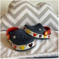 Crocs Disney Original que acende - 22 - Crocs