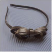 Tiara - Metal revestida corino dourado com laço duplo lateral -  - Desconhecida