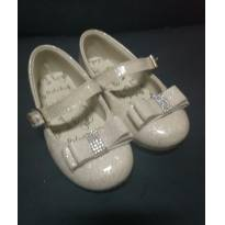 Sapato nude com glitter e lacinho e strass - 20 - Ortobaby
