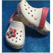 crocs menina