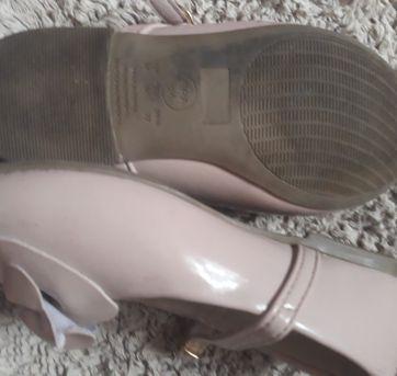Sapato nude verniz - 26 - Não informada