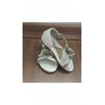 Sandália delicada - 23 - Pé com pé