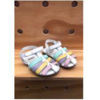 Sandália Bibi em couro com detalhes pastel - 21 - Bibi