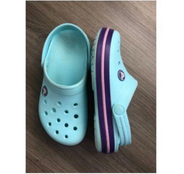CROCS Azul Bebê e Roxo - 30 - Crocs