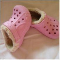 Crocs com pelinho rosa original - 18 - Crocs