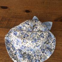 Chapéu com laço azul floral -  - Alô bebê