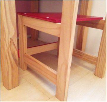 Conjunto de mesa e cadeiras em madeira - Sem faixa etaria - Não informada