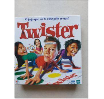 Jogo Twister - Sem faixa etaria - Hasbro