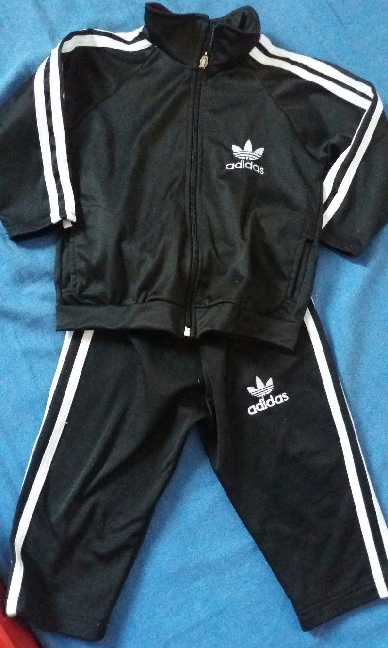 6a34325ba11 Agasalho   conjunto Adidas preto com lista branca réplica tamanho 02 ...
