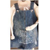 Jardineira-salopete jeans.