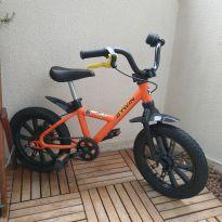 Bicicleta B twin 4 a 6 anos aro 14 -  - Não informada
