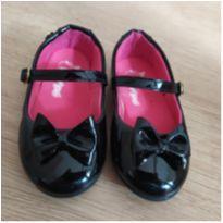 Sapato boneca preto - 21 - Pé com pé