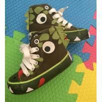 Tênis dinossauro