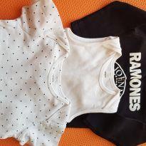 Body preto + Body branco regata + brinde - 18 meses - Carter`s
