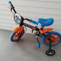 Bicicleta Caloi aro 12 Hot Wheels