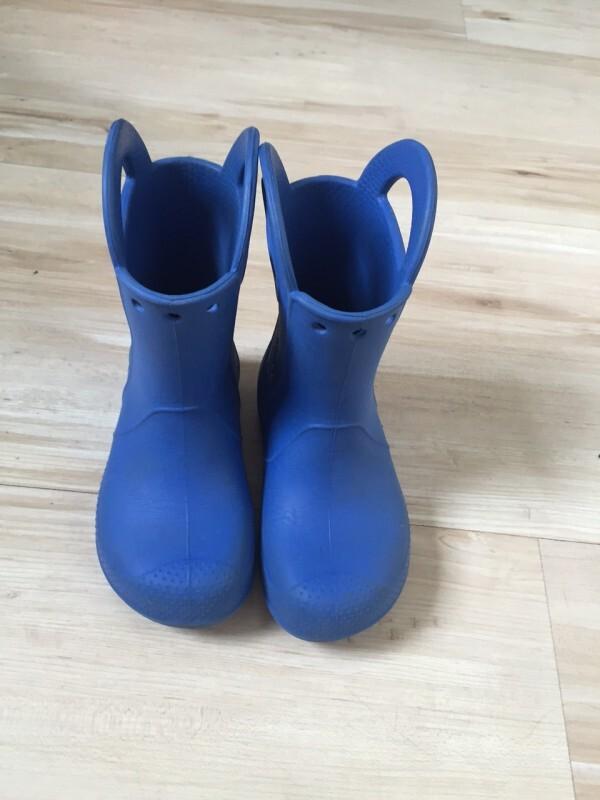 b584f036d5e3 Bota Crocs Handle It Rain Infantil Azul 27 28 28 no Ficou Pequeno ...