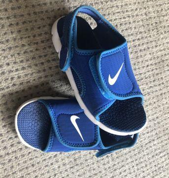 Sandália Nike Sunray Adjust  Infantil Papete Azul e Branca - 23 - Nike