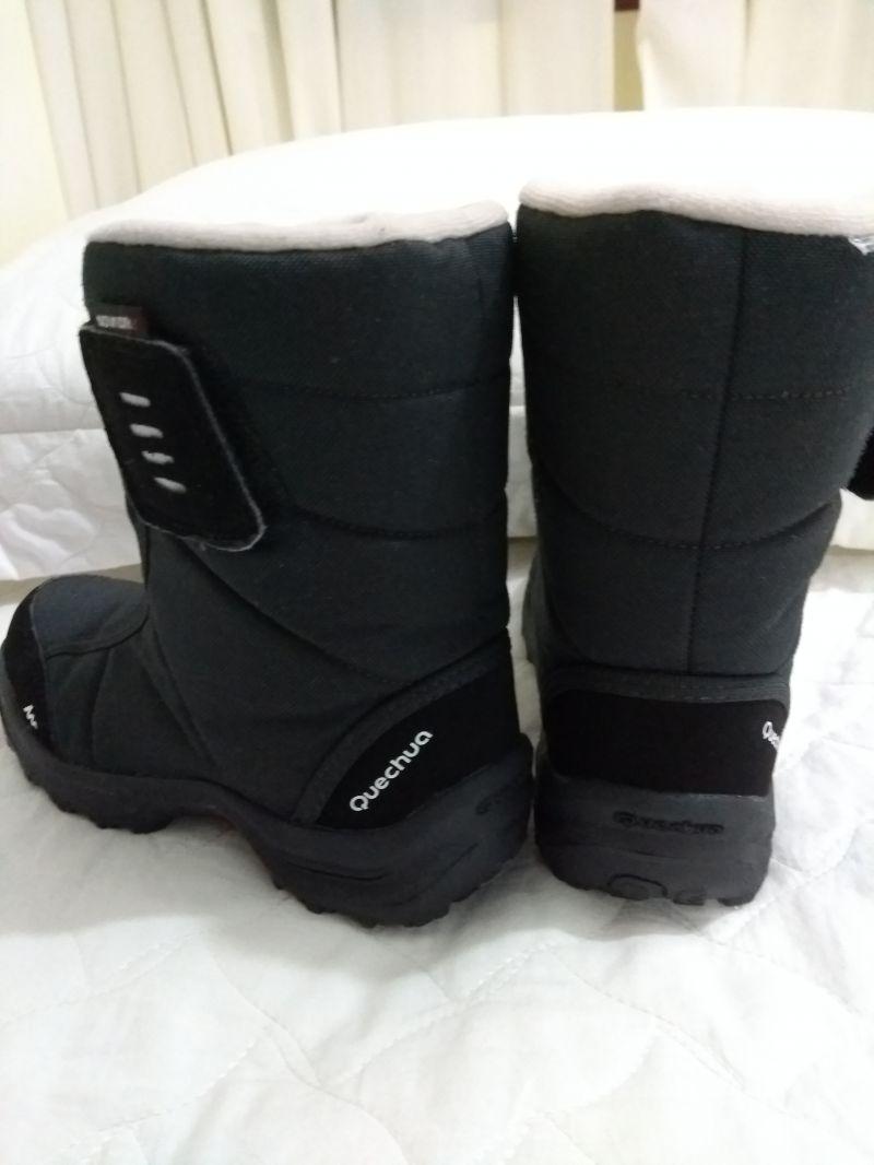 ccaf3ba30dcbb Bota para neve da marca Quechua comprada na Decathlon, número 32 Europa, 30  brasil. Desenvolvido para proteger das condições invernais durante as suas  ...